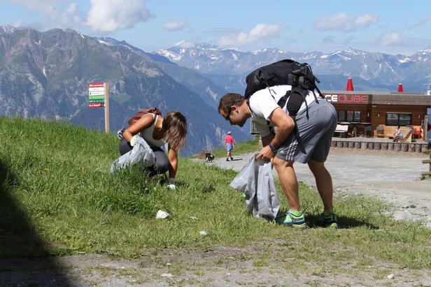 Les opérations de ramassage des déchets en montagne se multiplient dans les stations de ski...