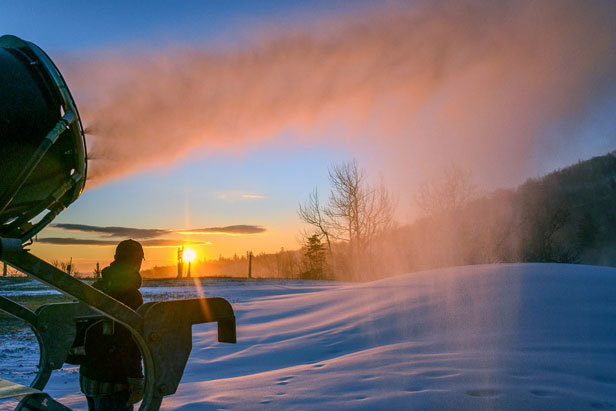 Snow Science: Making Snow on the Mountain ©Hubert Schriebl