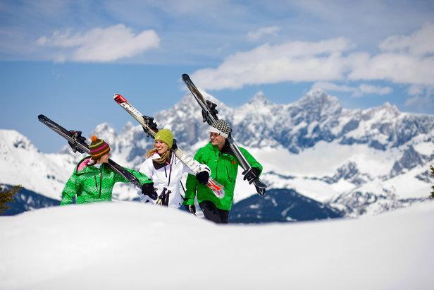 Skiërs in Schladming-Dachstein. Schladming-Dachstein maakt deel uit van de Ski amadé, met maar liefst 860 pistekilometers