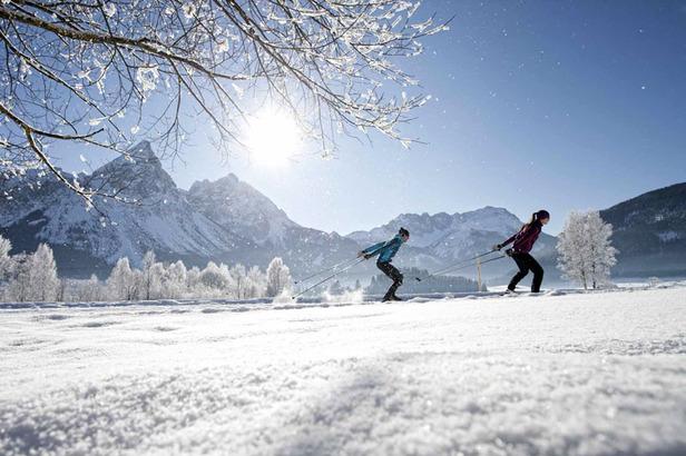 'Sonnenlanglauf' vom Feinsten: Langlaufen in der Tiroler Zuspitz Arena