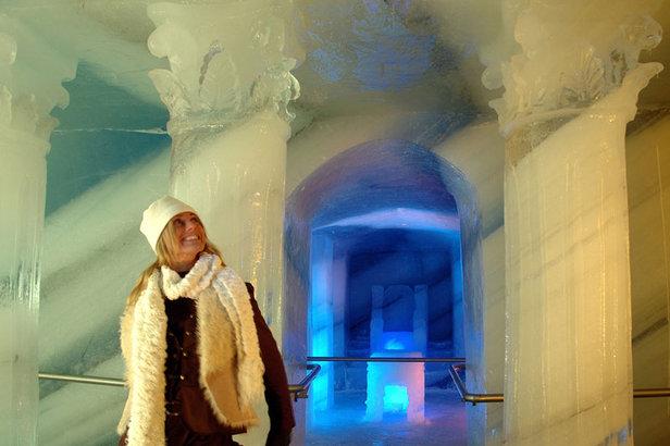 Der 'Dachstein Eispalast': Ein Rundgang tief im Gletscher