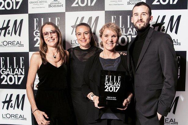 Houdini fikk årets H&M og ELLEs councious award under ELLE-gallaen i Stockholm fredag 13. januar. Mia Grankvist (f.v.), Hanna Lindblad, Eva Karlsson og Jesper Danielsson fra Houdini tok i mot prisen.  - © Houdini Sportswear