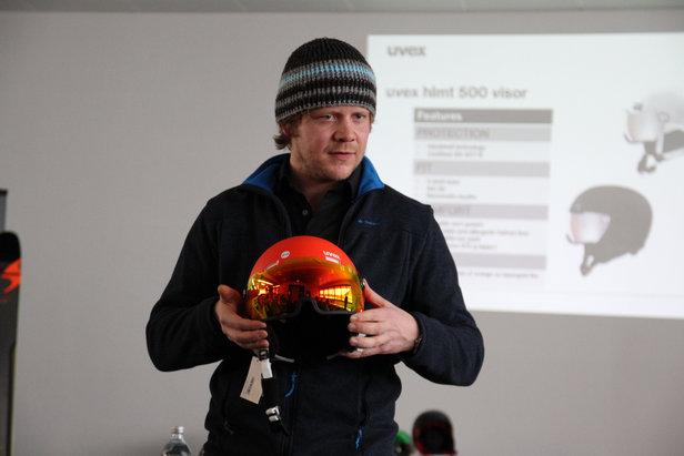 UVEX predstavuje prilbu s integrovaným zorníkom a nové okuliare Contest ©Skiinfo