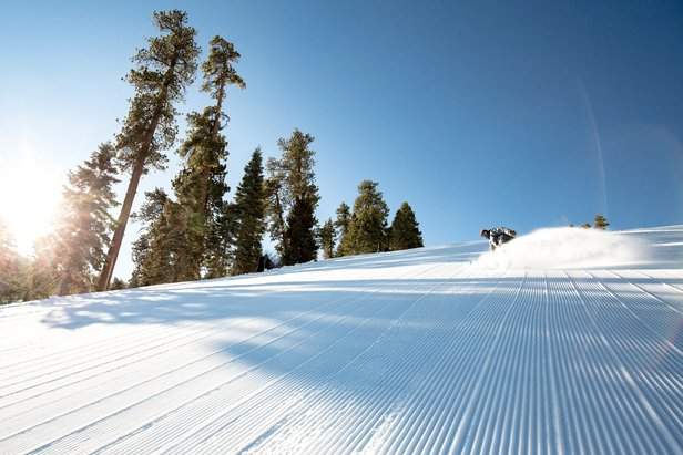 Spring skiing means fewer lift and more groomer (and tan) lines.  - © Big Bear Mountain Resort