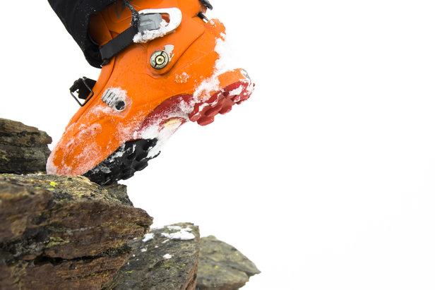 Skischuhe sind unbequem – sie sind jedoch das wichtige Bindeglied zwischen Mensch und Ski und müssen entsprechend stabil sein. Ein gut sitzendes Paar ist ein Begleiter für viele Jahre.  - © Fotolia.de ©derboris (#31054793)