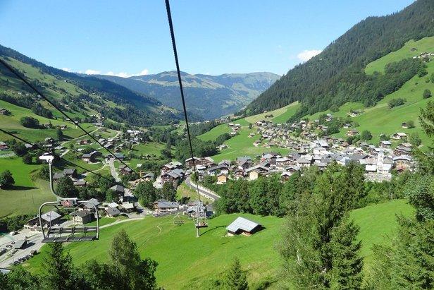 La station village d'Arêches-Beaufort en Savoie, destination idéale pour des vacances estivales rafraichissantes