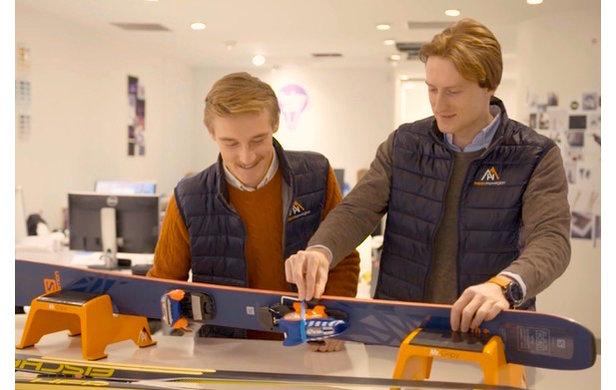 Brage Eriksen (t.v) og Espen Hinsch i HappyNorwegian ønsker å lage produkter som gjør det enklere og morsommere for folk å komme seg ut på ski.