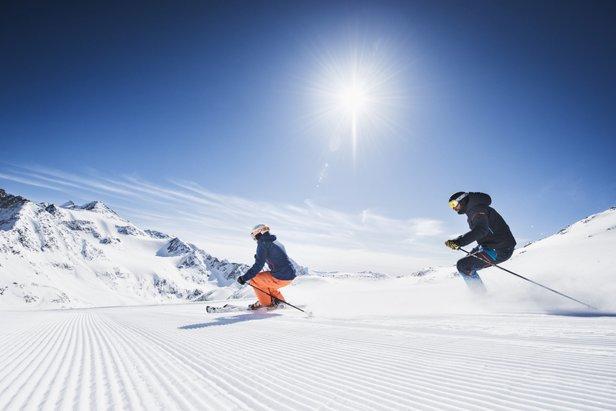 Narty na lodowcu Stubai  - © Andre Schoenherr