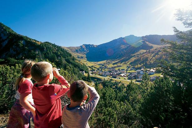 Auch Kinder genießen in Liechtenstein das eindrucksvolle Panorama