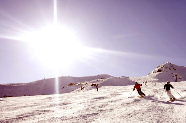 Die acht Orte der Tiroler Zugspitz Arena umschließen ringförmig einen sonnigen Talgrund, der sich für alle erdenklichen Winteraktivitäten als ideale Spielwiese anbietet.