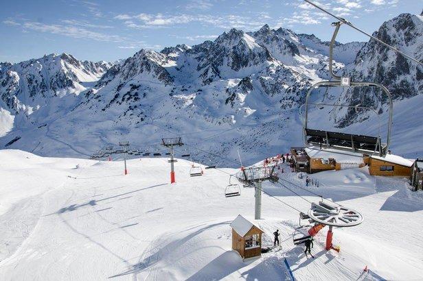 De  laneige fraiche, du soleil, un domaine skiable ouvert à 100%... Pas de doute, la saison de ski est bien lancée au Grand Tourmalet !