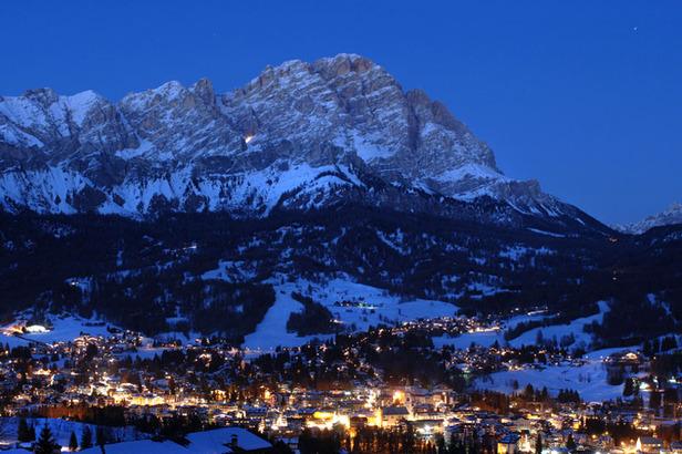 Nachtskilauf in den Dolomiten