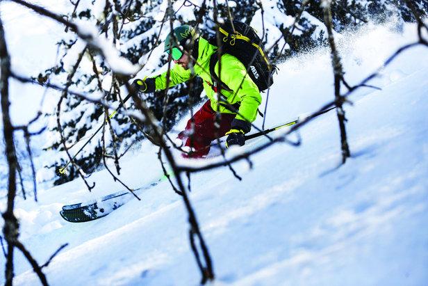 Même équipé d'un casque un skieur n'est pas à l'abris d'une mauvaise chute. Autant alors opter pour un casque offrant une double protection crane/cerveau via la technologie BPS (brain protection system) imaginée et conçues par MIPS en collaboration avec Bollé.