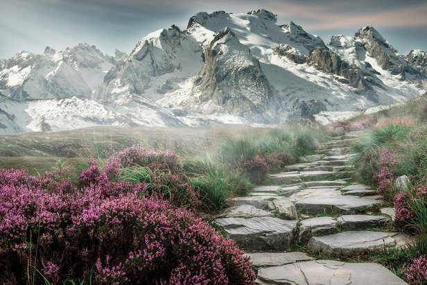 Ein herrliches Panorama ist die Belohnung für das manchmal ganz schön anstrengende Wandern - ©https://pixabay.com/de/berglandschaft-gebirge-landschaft-2031539/
