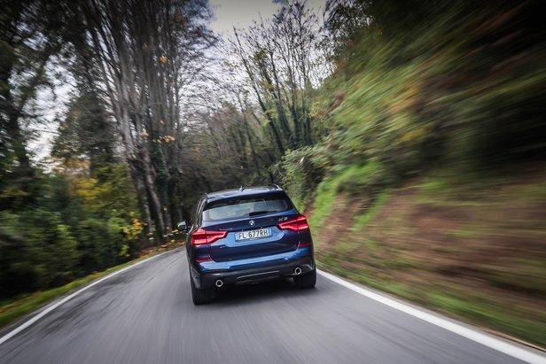 Montagna e motori - Nuova BMW X3: perfetta su ogni terreno- ©BMW X3
