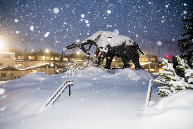 Mammoth Mountain getting buried to start December.