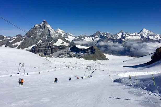 October skiing in Cervinia, Italy  - © Cervinia Valtournenche - Ski Paradise