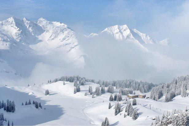 Alpenwetter: Der Frühling kommt nur sehr langsam in Fahrt, es bleibt oft winterlich!- ©Facebook Warth-Schröcken