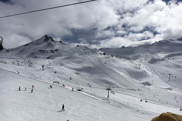 Travelling to the Idalp's perfect beginners' slopes  - © Monica Adorno