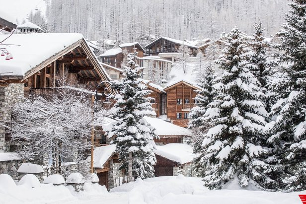 Pretty snow-covered Savoyard houses in Val d'Isere  - © Val d'Isere/Facebook