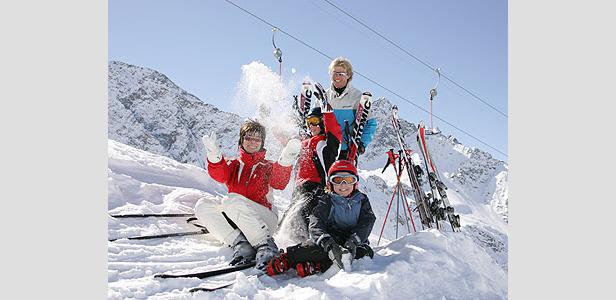 Osttirol - family playing in snow