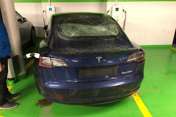 Ein Deutscher hat im Parkhaus Täsch (SUI) 74 Autos beschädigt