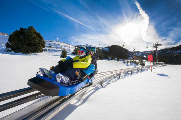 Parce qu'un séjour à la montagne ne se résume pas uniquement à la pratique du ski, Grandvalira propose un large panel d'activités hirs-glisse à pratique en solo, en famille ou entre amis...