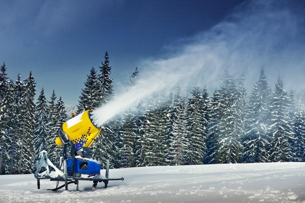 De nouveaux enneigeurs, plus performants et moins gourmands en énergie viennent renforcer le réseau de production de neige de culture de Superdevoluy / La Joue du Loup