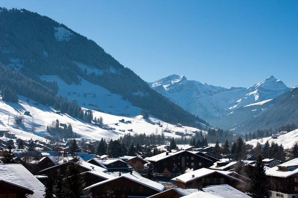 Skifahren im April: Neuschnee auf der Zugspitze- ©Simone Bonaventure