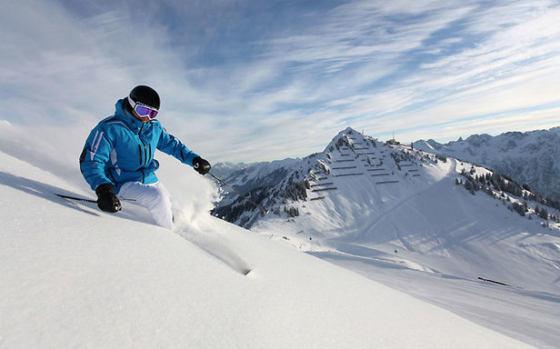Ski: Kaufen oder mieten? ©sytle and sport