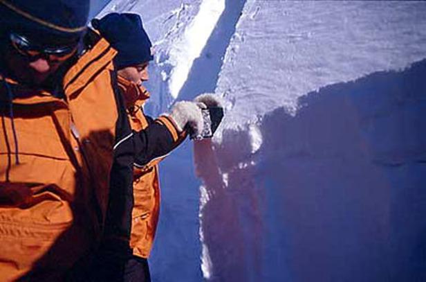 die weisse gefahr schnee und lawinen erfahrungen mechanismen risikomanagement