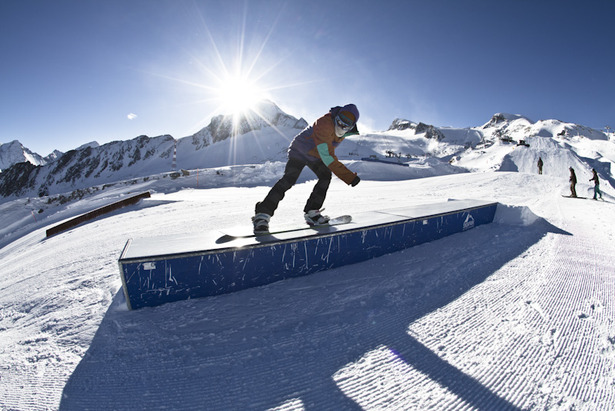 Snowparks in den Alpen - ©stefandrexl.com / Overview Gletscherbahnen Kaprun AG /Kitzsteinhorn