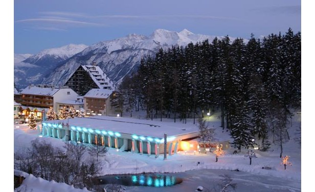 Kasino Crans Montana svítí do noci  - © Casino Crans Montana