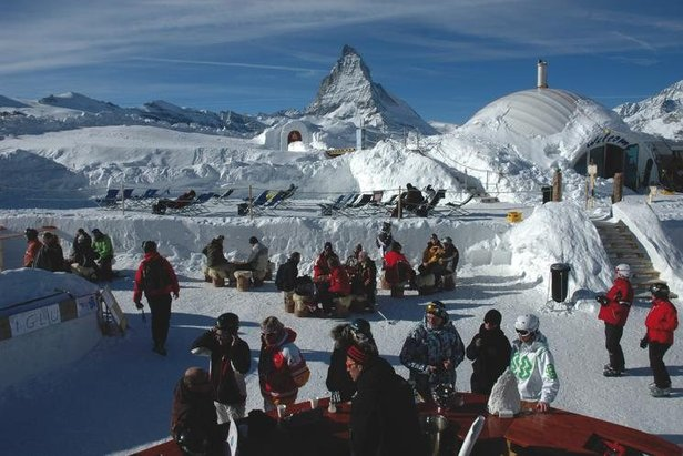 Breathtaking views of the Matterhorn from the Igloo Bar, Zermatt.   - © iglu-dorf.com