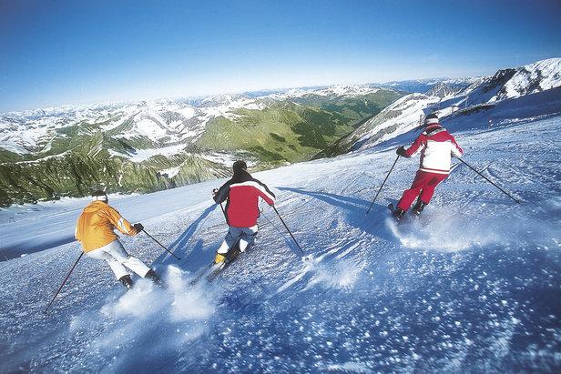 Letné lyžiarske stredisko: Jazda na svahoch ľadovca Hintertux. Copyright: Hintertux Tourist Office  - © Hintertux Tourist Office