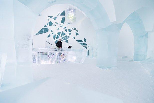 Ice Hotel bar  - © Paulina Holmgren/Sofi Ruotsalainen/Mikael Suite/Ice Hotel