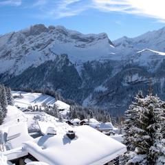 Snow-covered rooftops in Villars-Gryon, Switzerland - © Villars Touirsmus, Schweiz