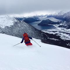 På vei ned fra Kaldtinden i Måndalen - © Marit Øwre-Johnsen