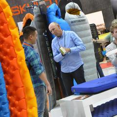 Diskussionen auf der OutDoor Fachmesse - ©OutDoor Messe Friedrichshafen