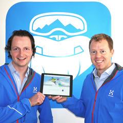 Die Salzburger Stefan Pinggera (li.) und Georg Reich haben CheckYeti 2014 gegründet. Mittlerweile umfasst das Angebot mehr als 6.000 Wintersportaktivitäten in über 500 Skigebieten in ganz Europa. - © CheckYeti.com