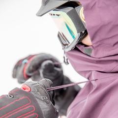 Het capuchon is ruim en beschermt je gezicht bijna helemaal. - © Thomas De Boever