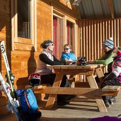 séjour ski en chalet en bois - © Huttopia / Manu Reyboz