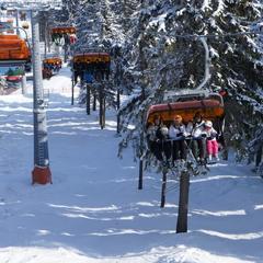 Kanapa CineStar Express  w ośrodku Klínovec - © Skiareál Klínovec
