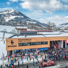Eröffnung der neuen Fleckalmbahn am 14.12.2019: Großer Andrang an der Talstation - © Bergbahn AG Kitzbühel   Michael Werlberg