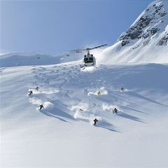 Heli skiing & cat skiing in North America