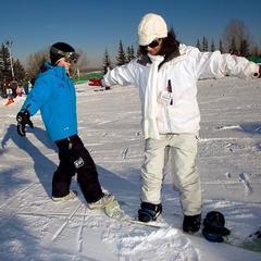 Keď sa chcete naučiť na snowboarde, je dobré vypočuť si rady skúsenejších - © Robin KuniskiYear: 2009